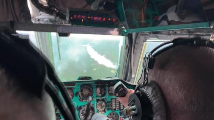 МЧС и военные продолжают борьбу с сибирскими пожарами