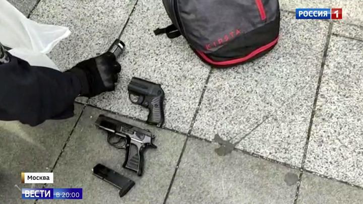 Газ, травматы, нож и бита: арсенал участников незаконной акции