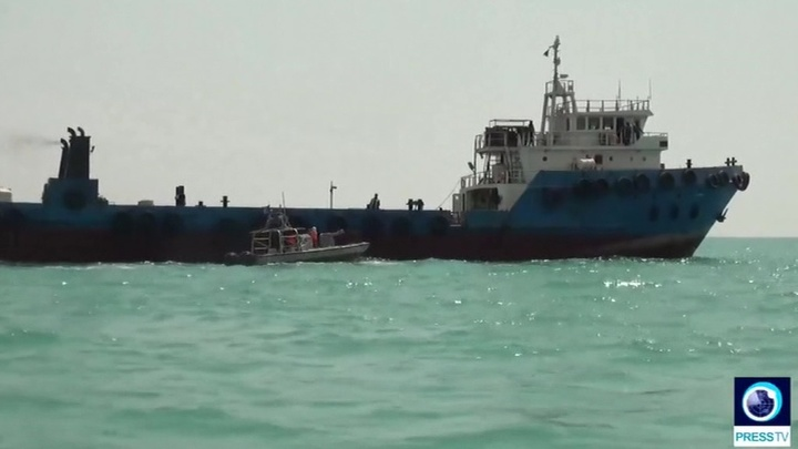 Война танкеров продолжается: Иран задержал судно с контрабандной нефтью