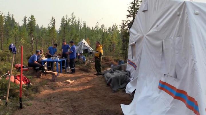 """Пожар зашел с тыла: сотрудники """"Авиалесоохраны"""" остались без лагеря в тайге"""