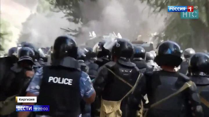 Пригороды Бишкека горят: сторонники Атамбаева столкнулись с полицией