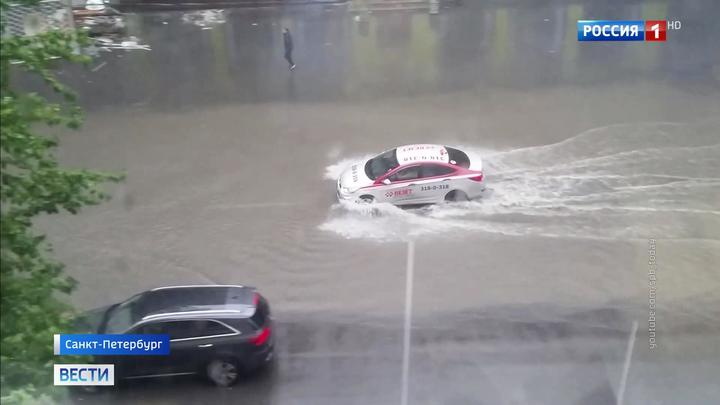 """Зонт не поможет: непогода """"пролилась"""" на центральные российские регионы"""