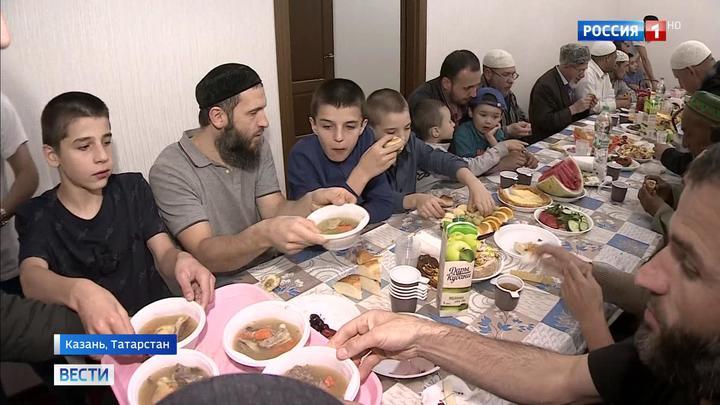 Мусульмане отмечают один из главных праздников ислама - Курбан-Байрам