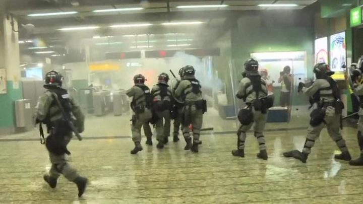 Правоохранители готовятся взять под контроль ситуацию в аэропорту Гонконга