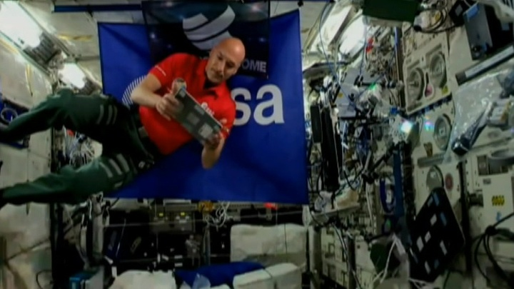 Итальянский астронавт Лука Пармитано стал первым в мире космическим ди-джеем