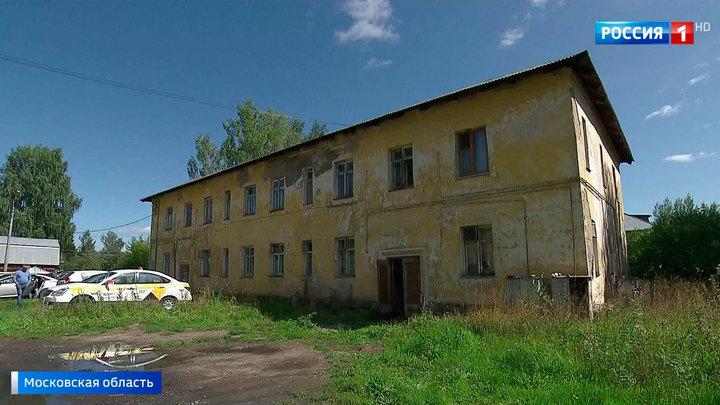 Чудом никто не погиб: в одном из домов бывшего военного городка рухнула крыша