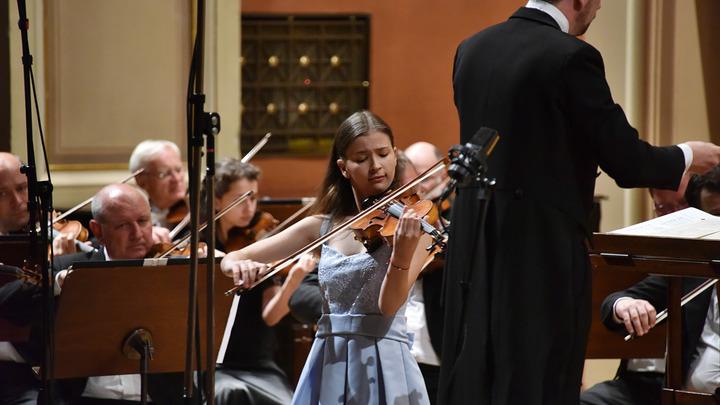 Лора Маркова, скрипачка из Болгарии. Фото Zdenek Chrapel.