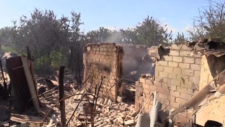 Обстрелы на Донбассе: ВСУ не дают проехать пожарным машинам к горящим домам