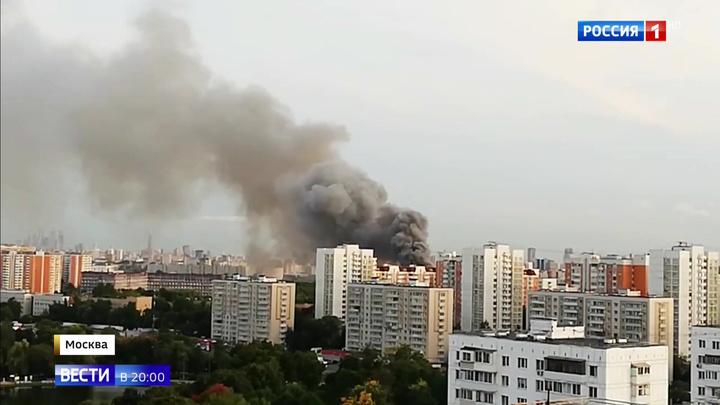 На Талдомской улице в Москве загорелся производственный цех