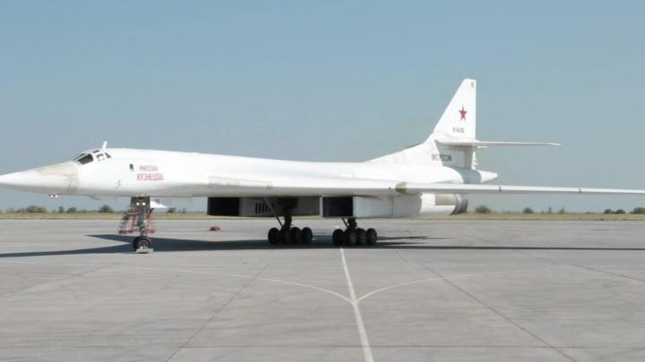 Стратегические ракетоносцы Ту-160 совершили перелет более чем на 8 тысяч километров