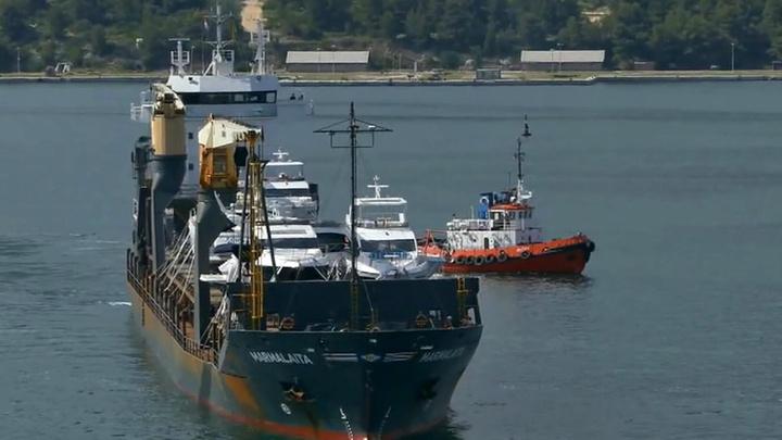 МИД РФ сообщил о захвате неизвестными судна с россиянами