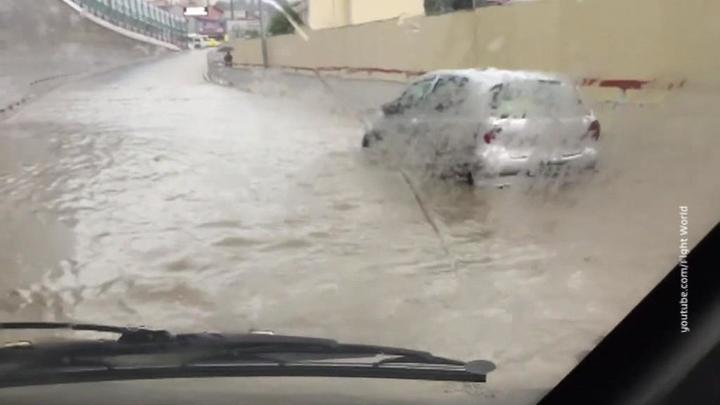 Улицы Сочи превратились в бурлящие реки