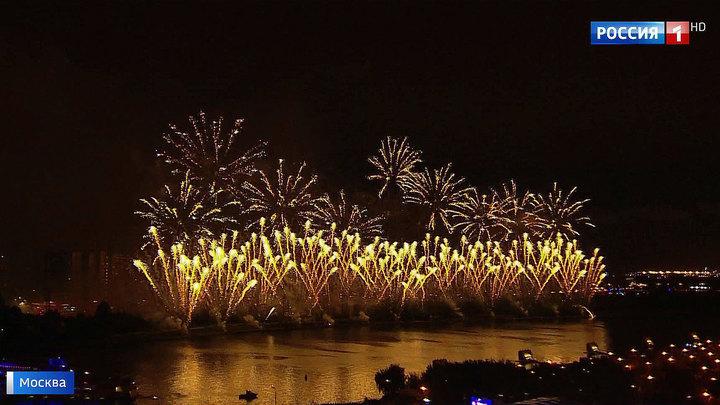 Тысячи залпов и настоящий балет огней: в столице прошел фестиваль фейерверков