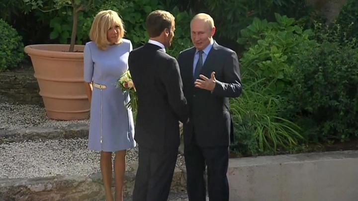 Диалог особого внимания: Путин и Макрон встретились накануне саммита G7