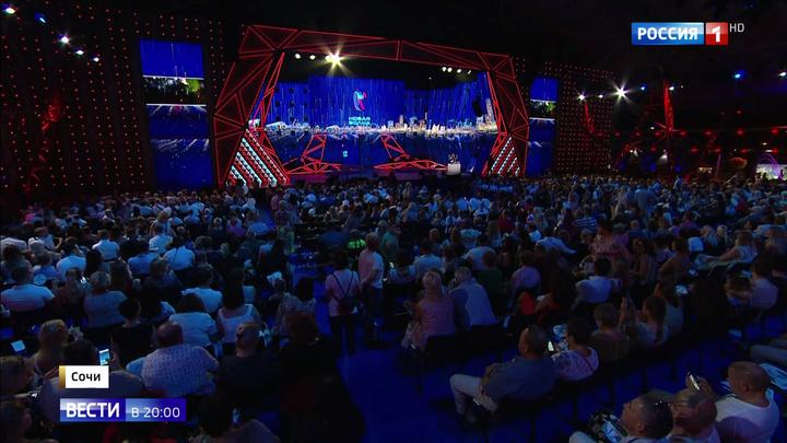 """""""Новая волна"""": парад российских звезд на фоне невероятных декораций"""