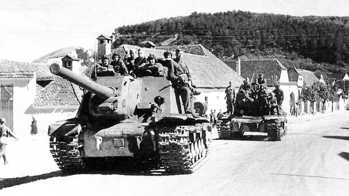 Фото 1944 год, сентябрь. 3 Украинский фронт, на одной из дорог Трансильвании (Румыния). Автор неизвестен.