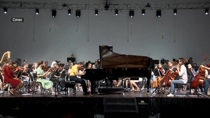 Оркестр Бриттена - Шостаковича готовится к большому туру