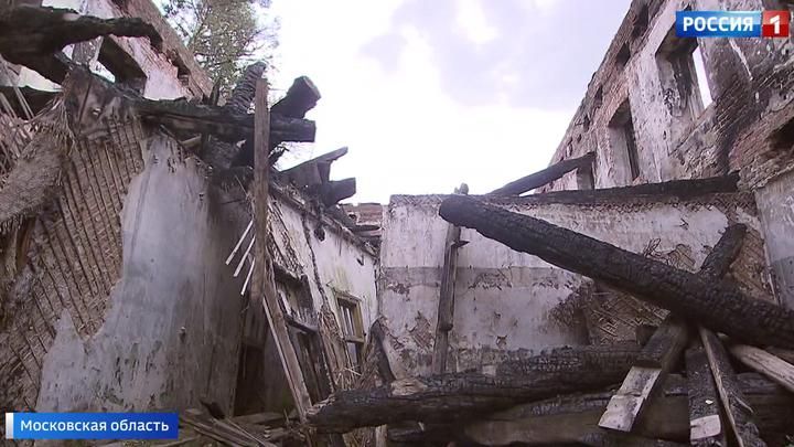 Аварийное общежитие в подмосковном Красноармейске сгорело, но людей оттуда не переселяют