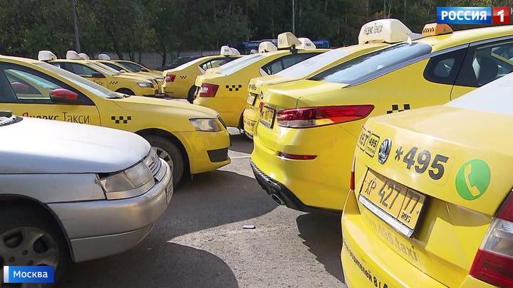 Больной вопрос: парковки у поликлиник превращаются в стихийные таксопарки