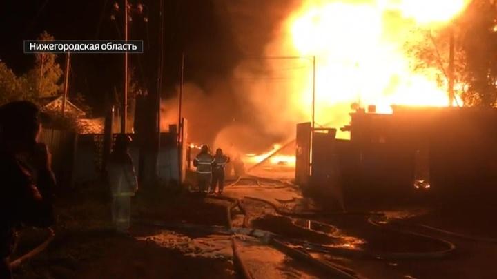 В Нижегородской области загорелся склад с маслом