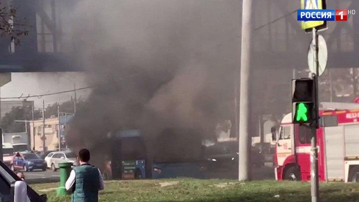 На шоссе Энтузиастов загорелся автобус с пассажирами