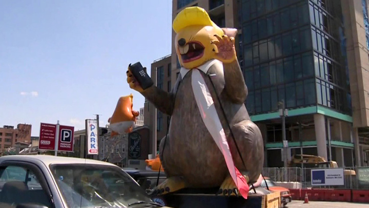 Балтимор встретил Трампа надувной крысой