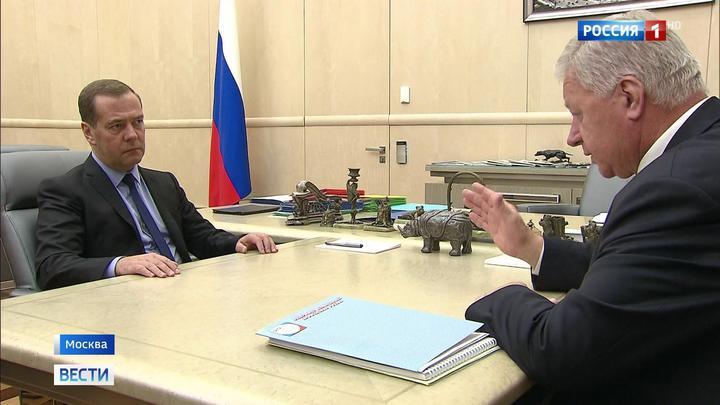 Медведев уточнил, от чего зависит введение четырехдневки