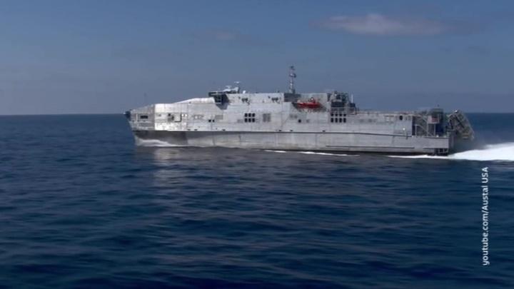 Военный транспортник США взят на сопровождение Черноморским флотом