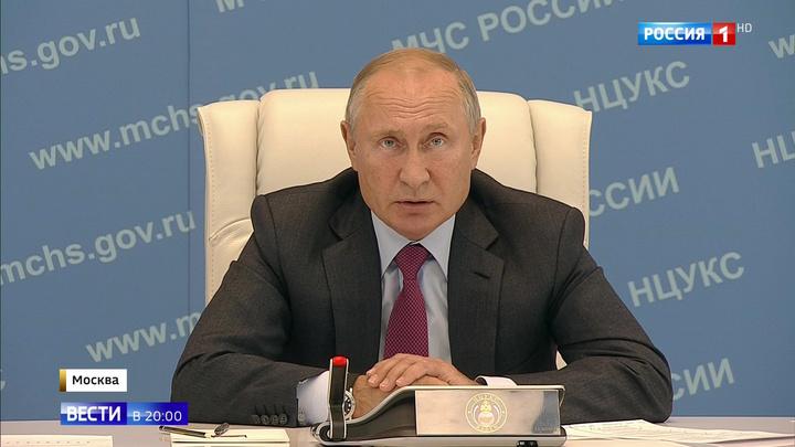 Путин поговорил с губернаторами подтопленных регионов и раскритиковал власть за черствость