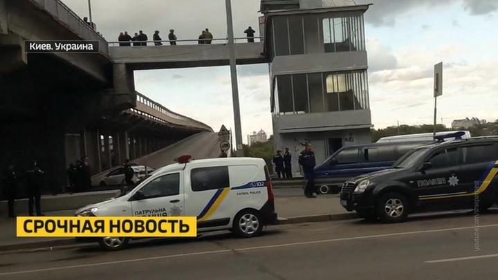 Неизвестный угрожает взорвать метромост в Киеве