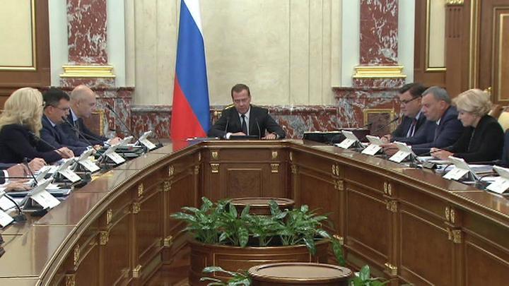 Медведев назвал размер МРОТ и маткапитала на 2020 год