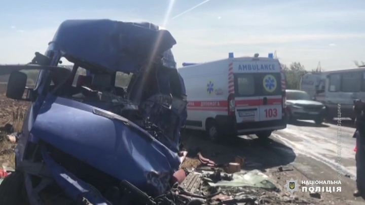 Столкнулись автобус и бензовоз: 9 человек погибли под Одессой