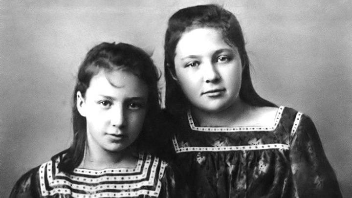 Анастасия(слева) и Марина Цветаевы в Ялте, 1905. Музей сестер Цветаевых в Александрове. Из архива музея