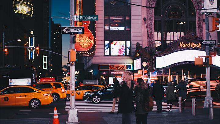 Ночной Бродвей /Фото pexels.com/
