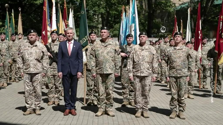 Перебор с нацизмом: в Латвии требуют отставки министра обороны за странные речи