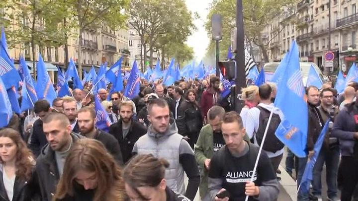 Во Франции полиция вышла на демонстрации