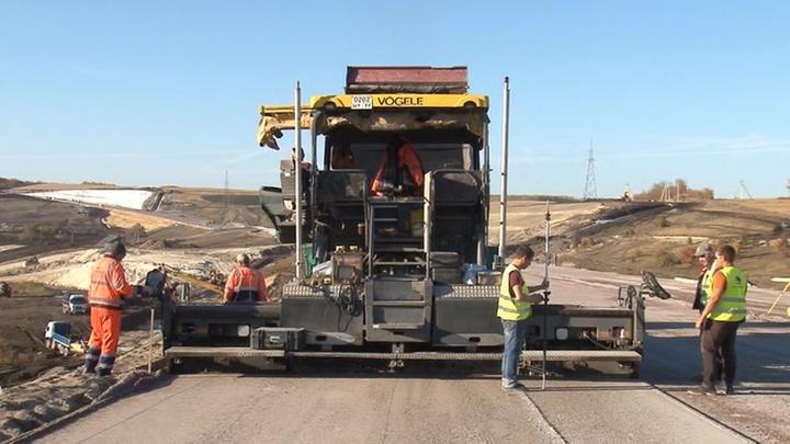 """Участок трассы М-4 """"Дон"""" откроется к концу года: он позволит избежать многочасовой пробки"""
