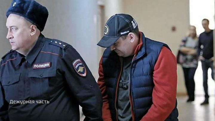 Челябинские полицейские, укравшие миллион контрафактных бутылок спиртного, из суда отправились домой