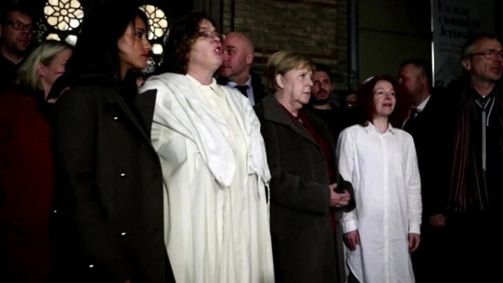Ангела Меркель посетила берлинскую синагогу в знак памяти жертв расстрела в Галле