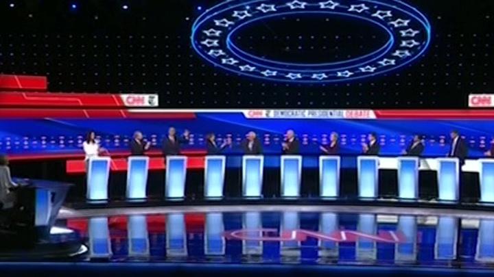 В бой идут одни старики: 12 кандидатов-демократов бросают перчатку Трампу