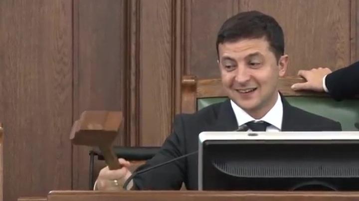 Игра с молоточком: Зеленский в сейме Латвии позабавил депутатов