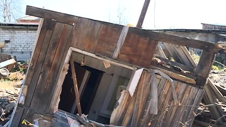 Декорации к фильму ужасов: в Тулуне люди живут в разрушенных домах на затопленных улицах