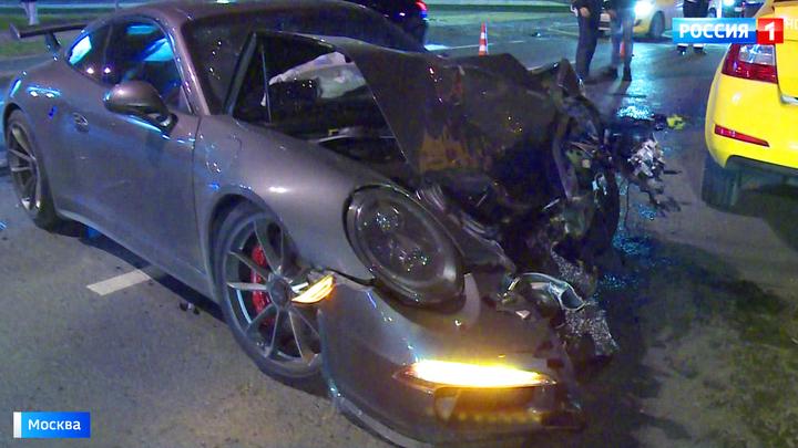 В Москве водитель Porsche на огромной скорости врезался в такси