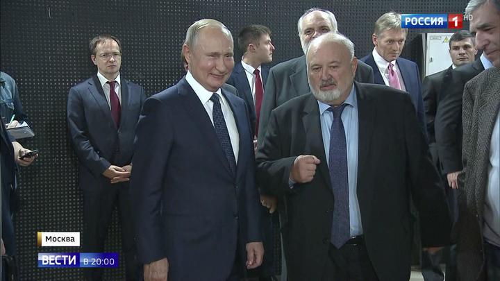 Здесь талант превращается в профессию: Путина провели по мастерским ВГИКа
