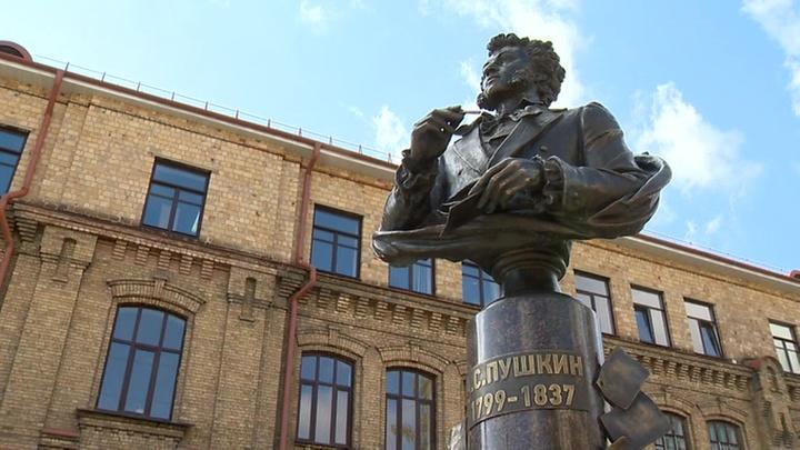 Двенадцать. В белорусском Бресте установили бюст Пушкина
