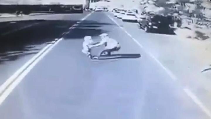 Отец ценой своей жизни спас сына из-под колес автобуса