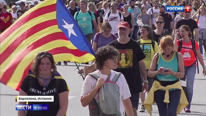 Каталонский бунт: в Барселону подтянулись анархисты из других стран