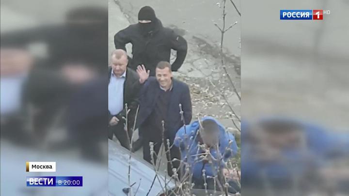 Задержанные по подозрению во взятке полицейские арестованы на два месяца