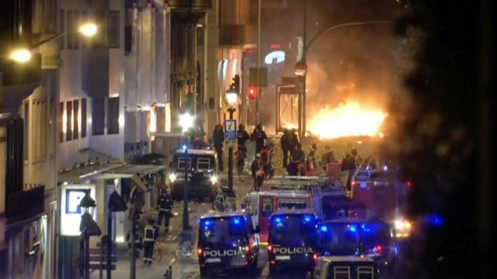 Барселона в огне: десятки раненых, толпа радикалов непредсказуема