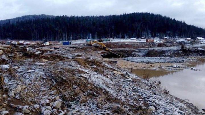 Число жертв прорыва дамбы в Красноярском крае растет